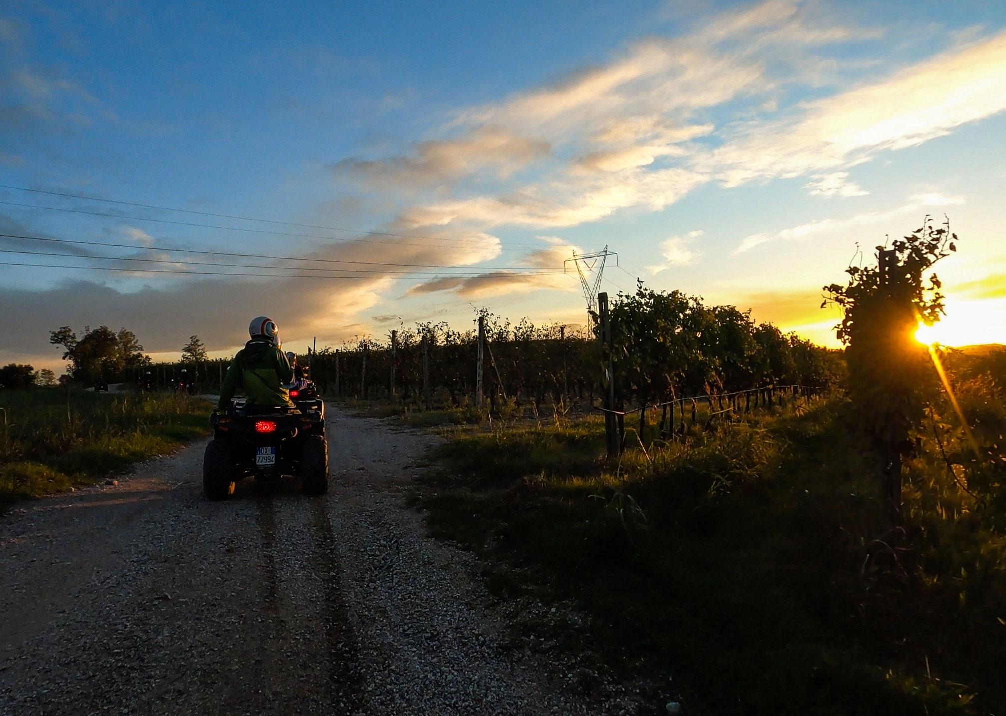 Quad al tramonto